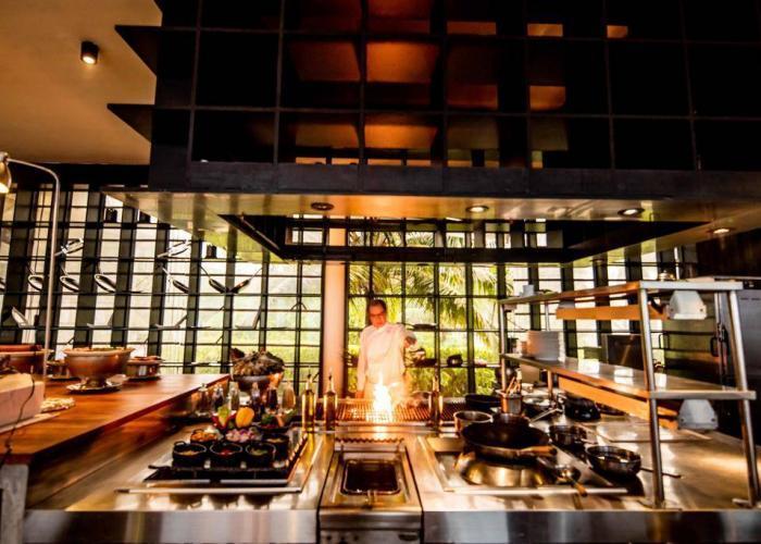 Holiday Inn Resort Kandooma Maldives Luxhotels (18)