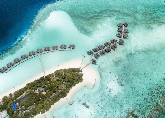 Veligandu Island Resort Luxhotels (8)