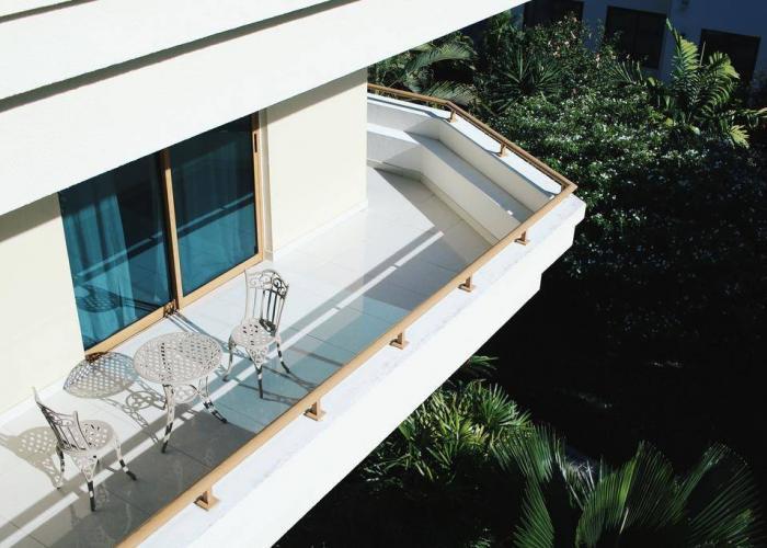 Crown Beach Hotel Seychelles Luxhotels (1)