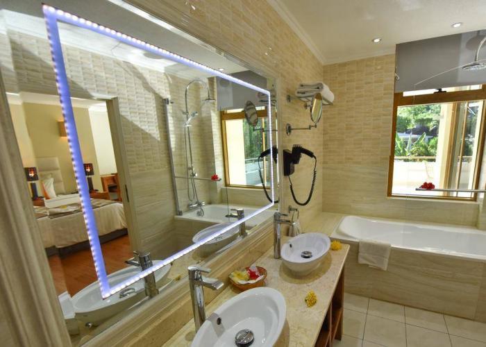 Crown Beach Hotel Seychelles Luxhotels (16)