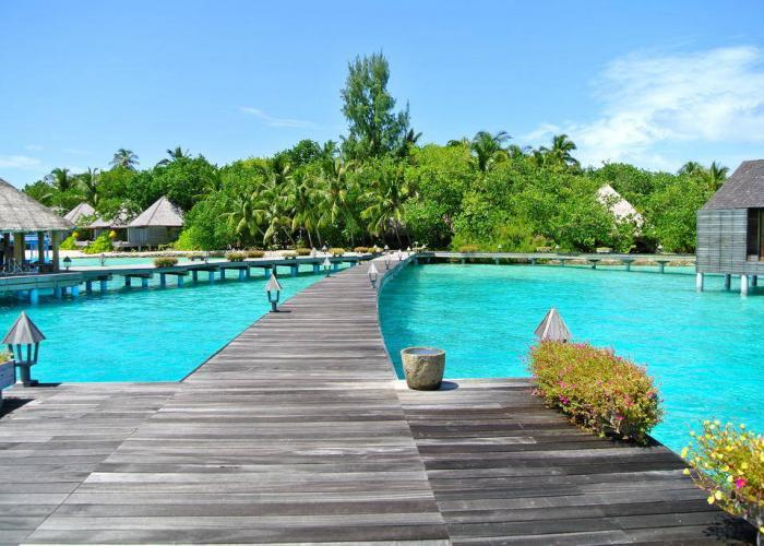 Gangehi Island Resort Luxhotels (1)