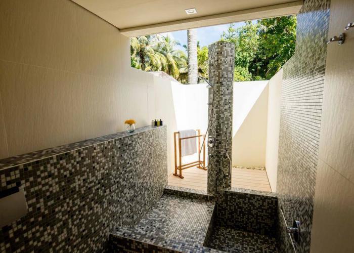 Holiday Inn Resort Kandooma Maldives Luxhotels (10)
